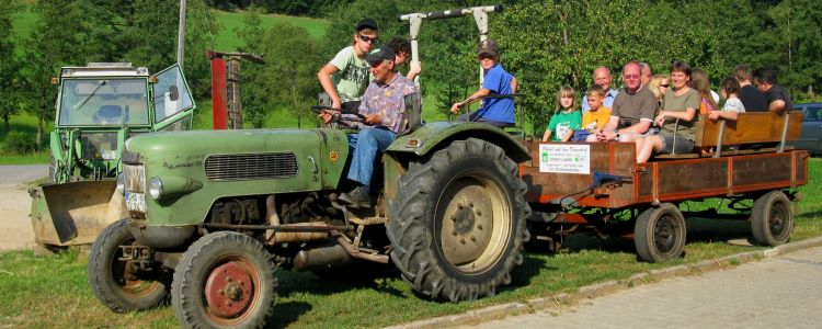 Bauernhof Erlebnisreisen in Deutschland Kindererlebnisurlaub Traktorfahren und Kutschenfahrten