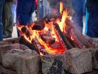 Lagerfeuer in Bayern - Würschtl grillen