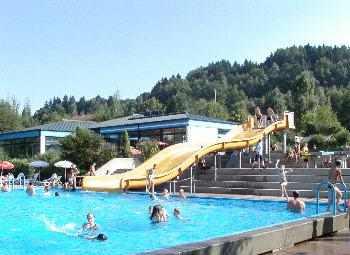 Baden und Schwimmen im Sommerurlaub