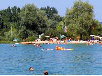 Baden und Schwimmen im Sommerurlaub in Bayern Sommerferien in Deutschland